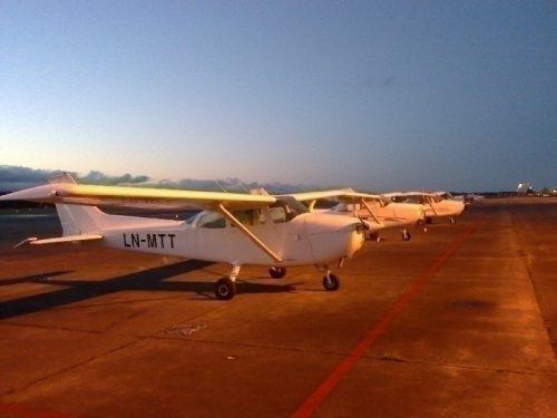 Morgenstemning på Sola kl 0630 midt i september... Denne helga fløy jeg LN-MTT - den fjerde C-172'en jeg har fløyet.